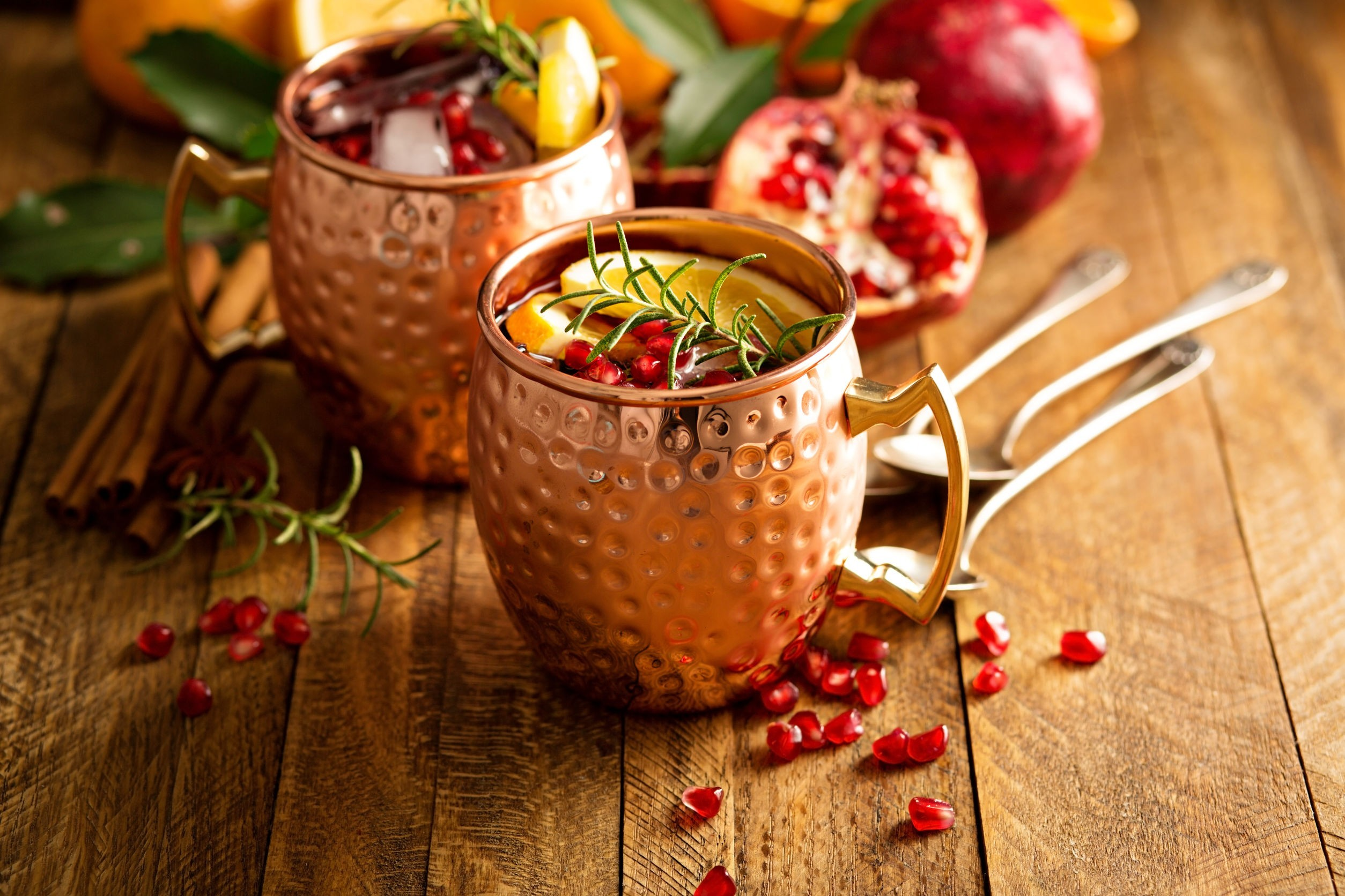 Cocktail Moscow mule and pomegranate: an alternative recipe